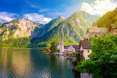 Живописный взгляд старого европейского городка Hallstatt, красивой деревни стоковые изображения rf