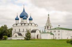 Живописный взгляд Suzdal Кремля, России золотистое кольцо Россия Стоковые Изображения
