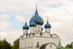 Живописный взгляд Suzdal Кремля, России золотистое кольцо Россия Стоковое Изображение