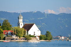 Живописный взгляд на Wasserburg на озере Bodensee, Германии Стоковые Фото