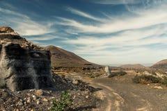 Живописный взгляд пустыни Lanzarotte с скалами Стоковая Фотография