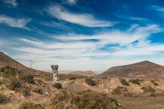 Живописный взгляд пустыни Lanzarotte с скалами Стоковые Изображения