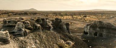 Живописный взгляд пустыни Lanzarotte с скалами Стоковые Изображения RF