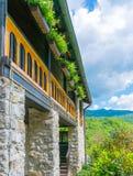 Живописный двор монастыря Moraca Стоковое фото RF