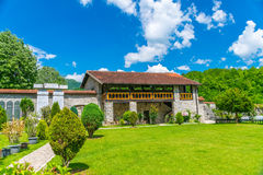 Живописный двор монастыря Moraca Стоковое Изображение
