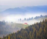 живописный дом в тумане Стоковое фото RF