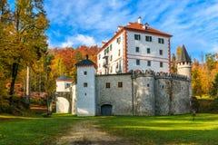 Живописный замок Sneznik тринадцатого века Стоковые Изображения