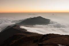 Живописный заполненный ландшафт долины горы Стоковая Фотография