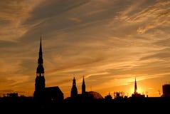 Живописный заход солнца над старым городом Риги, Латвией стоковое изображение rf