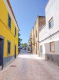Живописный маленький переулок в Moncarapacho стоковая фотография rf