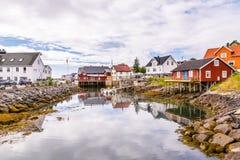 Живописный рыбацкий поселок Henningsvaer на островах Lofoten внутри стоковые фото