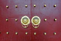 Животная головная медная дверь ногтя стоковые фото