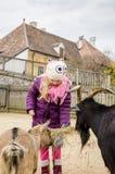 Животные маленького ребенка подавая Стоковые Изображения