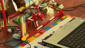 Животный робот в действии Изучать робототехнику на школе видеоматериал