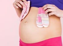 Живот беременной женщины стоковые фото