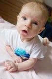 живот младенца смешной свой лежать Стоковые Изображения