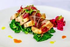 Живот свинины с тайским салатом Стоковые Фотографии RF