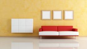живущая белизна софы комнаты померанцового красного цвета Стоковые Изображения
