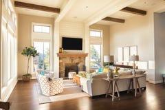 Живущая комната в новом роскошном доме Стоковое Фото