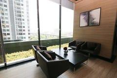 Живущая комната в роскошной квартире Стоковое фото RF