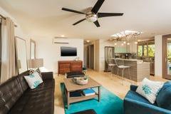 Живущая комната в современном доме Стоковые Фото