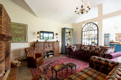 Живущая комната в стиле cattage стоковая фотография