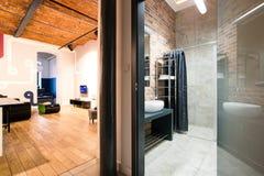 Живущая комната и ванная комната Стоковая Фотография RF