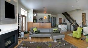 живущая комната просторной квартиры Стоковое фото RF