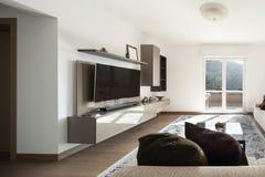 Живущая комната с большими софами стоковая фотография