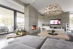 Живущая комната с камином стоковое фото rf