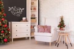 Живущая комната с украшениями рождества Стоковое Фото