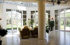 живущая роскошная самомоднейшая комната Стоковые Фото