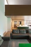 живущая самомоднейшая комната Стоковая Фотография RF