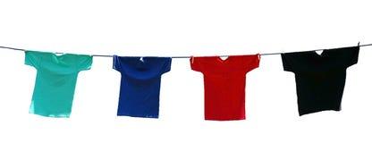 Живые рубашки на линии изолированной на белизне Стоковое Фото