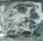 Жидкостным картина мраморизованная золотом Бледная ая-зелен предпосылка Стоковая Фотография