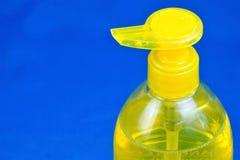 Жидкость мыла в распределителе - гигиена и чистка Мыло с водой эффективно для моя блюд, как косметическое, гигиенических стоковая фотография rf