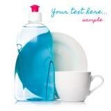 Жидкость Dishwashing с чистой чашкой стоковая фотография