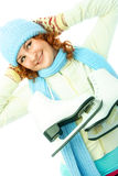 жизнерадостная девушка идет кататься на коньках льда Стоковые Фотографии RF