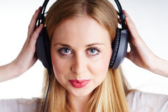 Жизнерадостная женщина с headhones Стоковые Фото