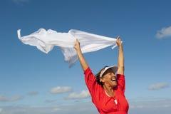 Жизнерадостная счастливая женщина напольная стоковое изображение rf