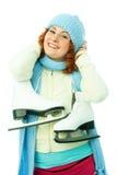 жизнерадостно идет детеныш женщины кататься на коньках льда Стоковые Фото