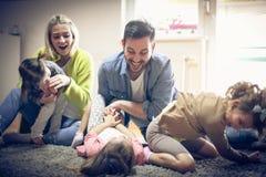 Жизнерадостно семья стоковая фотография rf
