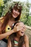 жизнерадостные девушки счастливые Стоковое фото RF