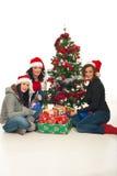 жизнерадостные женщины подарков рождества стоковое фото