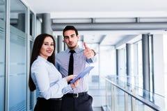 Жизнерадостные коллеги дела давая большие пальцы руки вверх Стоковое фото RF