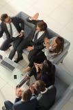 Жизнерадостные молодые бизнесмены давать высоко--5 пока их coll Стоковые Фотографии RF