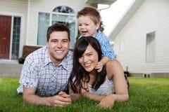 жизнерадостный портрет семьи Стоковая Фотография