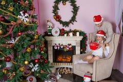 Жизнерадостный праздник рождества счастливое Новый Год Поздравления и подарки Рождество, Стоковые Фото