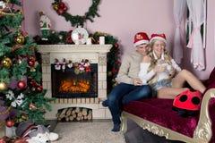 Жизнерадостный праздник рождества счастливое Новый Год Поздравления и подарки Рождество, Стоковая Фотография