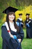 жизнерадостный студент-выпускник одно девушки Стоковая Фотография RF
